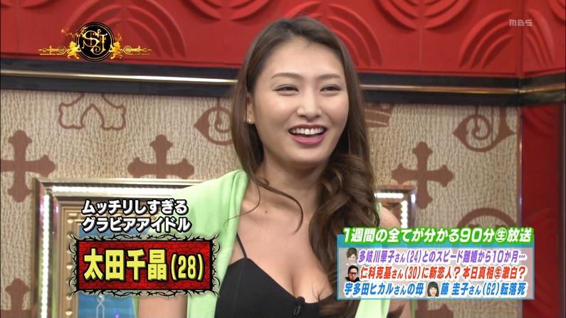 【胸ちらキャプ画像】テレビなのに油断し過ぎのタレント達が胸ちら見せまくりw