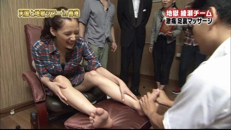 【足裏キャプ画像】タレントさんなら手でしごいてなんて贅沢言いません!その足の裏でいいから足こきしてくれませんか?W 13