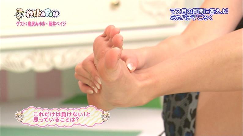 【足裏キャプ画像】タレントさんなら手でしごいてなんて贅沢言いません!その足の裏でいいから足こきしてくれませんか?W 14