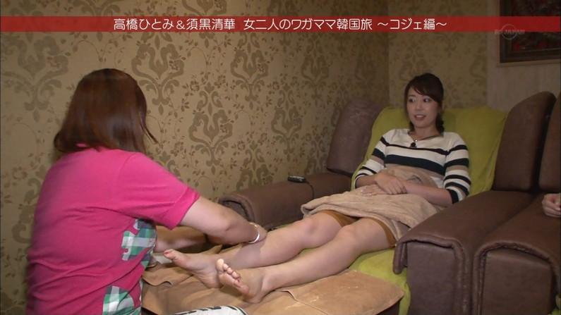 【足裏キャプ画像】タレントさんなら手でしごいてなんて贅沢言いません!その足の裏でいいから足こきしてくれませんか?W 17