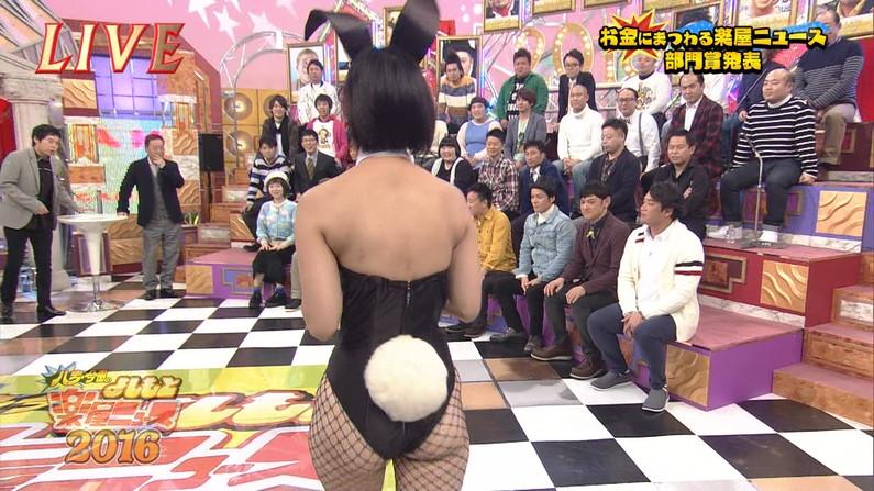 【お尻キャプ画像】テレビに映る美女達のお尻が水着や衣装からはみ出しまくってエロすぎw