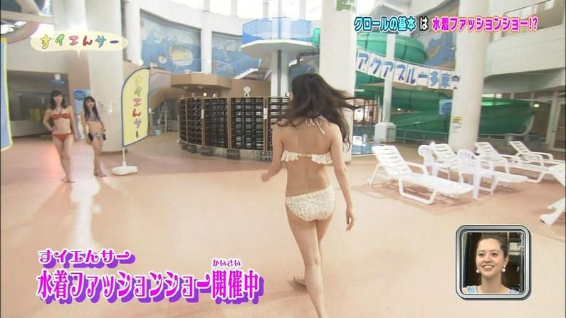 【お尻キャプ画像】テレビに映る美女達のお尻が水着や衣装からはみ出しまくってエロすぎw 16