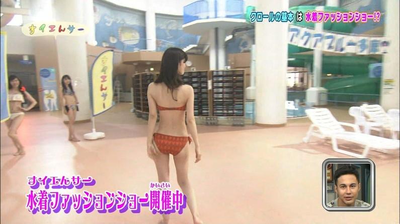 【お尻キャプ画像】テレビに映る美女達のお尻が水着や衣装からはみ出しまくってエロすぎw 17