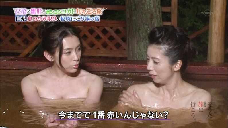【温泉キャプ画像】温泉レポの時にオッパイの見せ方があざとい女性タレント達w 04