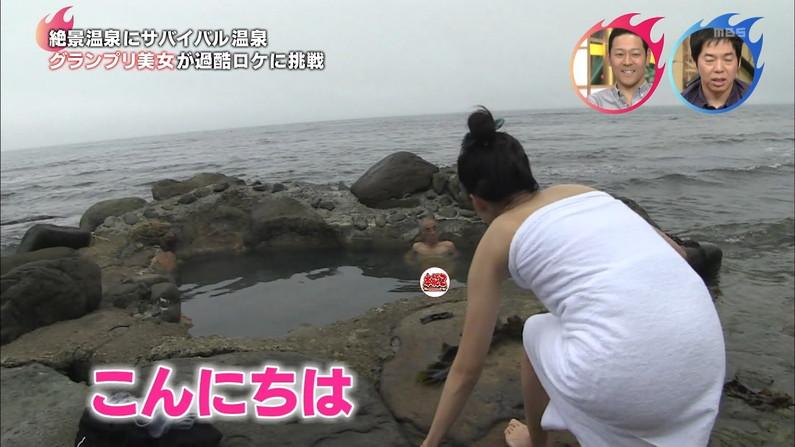 【温泉キャプ画像】温泉レポの時にオッパイの見せ方があざとい女性タレント達w 20