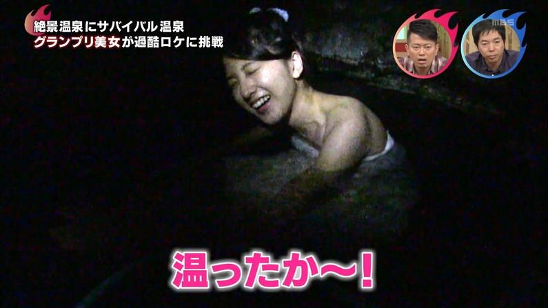【温泉キャプ画像】温泉レポの時にオッパイの見せ方があざとい女性タレント達w 23