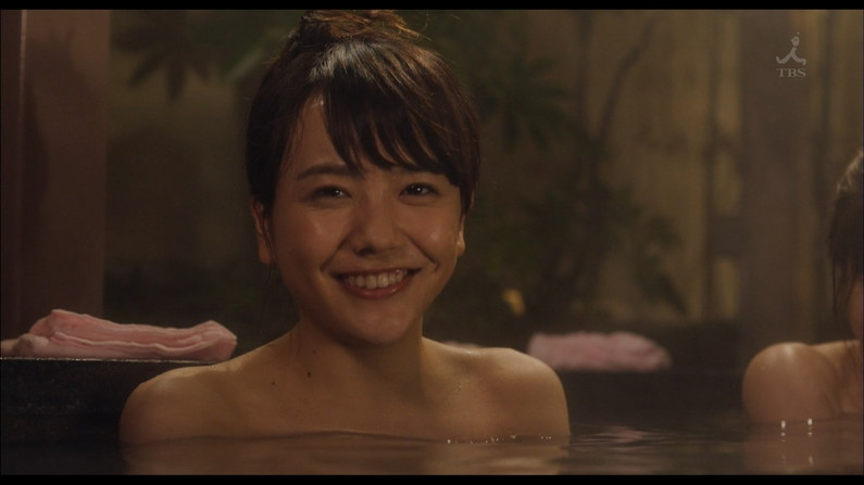 【温泉キャプ画像】タレントさん達がハミ乳し放題の温泉レポートw 07