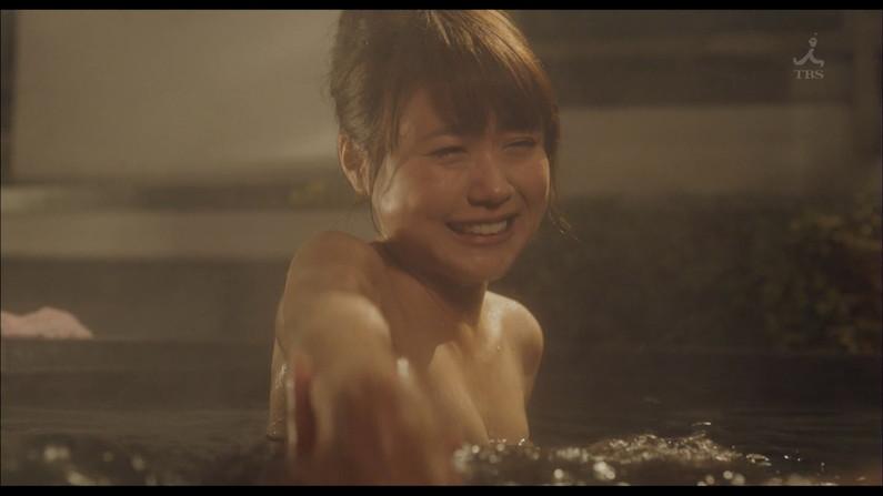 【温泉キャプ画像】タレントさん達がハミ乳し放題の温泉レポートw 08