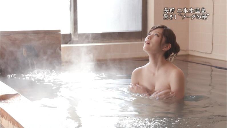 【温泉キャプ画像】タレントさん達がハミ乳し放題の温泉レポートw 18