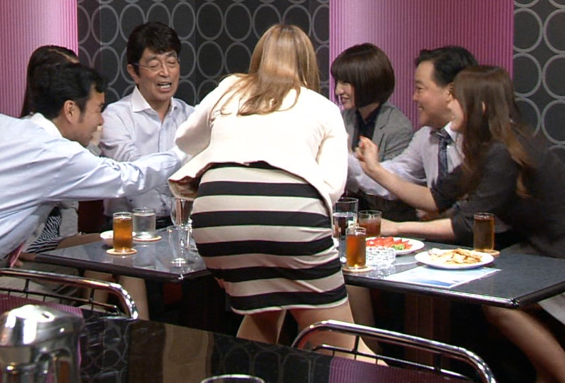 【お尻キャプ画像】テレビでピタパン履いてるタレント達ズボン食い込み過ぎてパン線まで見えてないか?ww 03