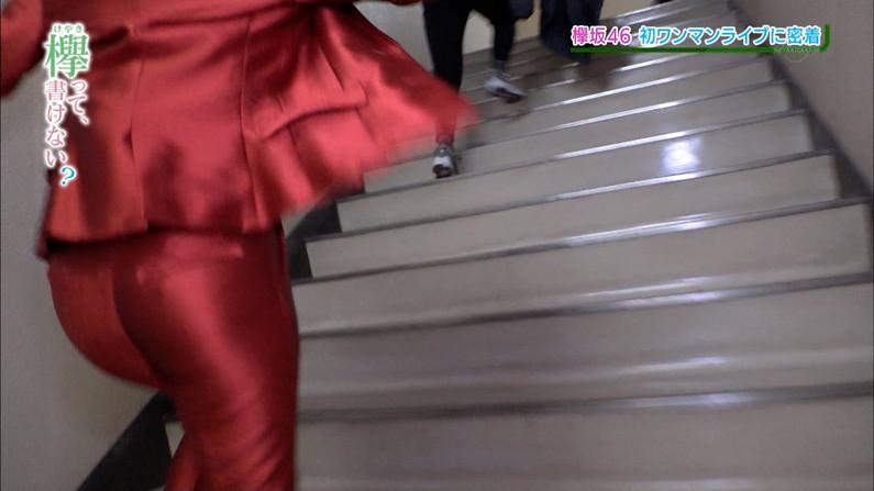 【お尻キャプ画像】テレビでピタパン履いてるタレント達ズボン食い込み過ぎてパン線まで見えてないか?ww 04