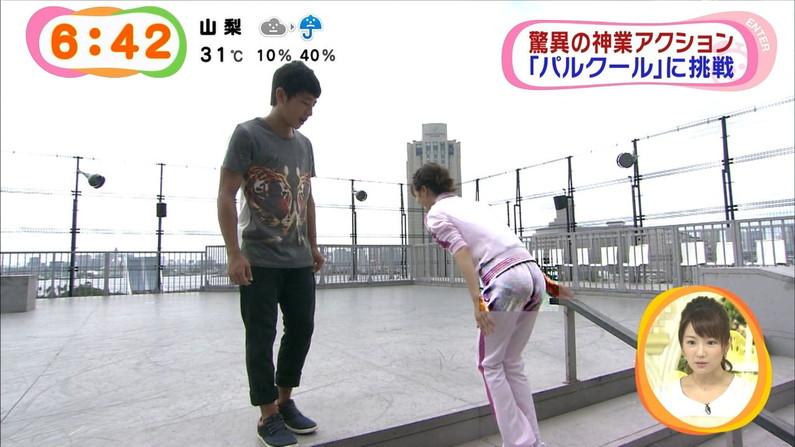 【お尻キャプ画像】テレビでピタパン履いてるタレント達ズボン食い込み過ぎてパン線まで見えてないか?ww 15