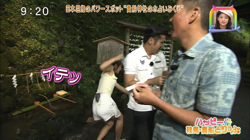 【お尻キャプ画像】テレビでピタパン履いてるタレント達ズボン食い込み過ぎてパン線まで見えてないか?ww 21