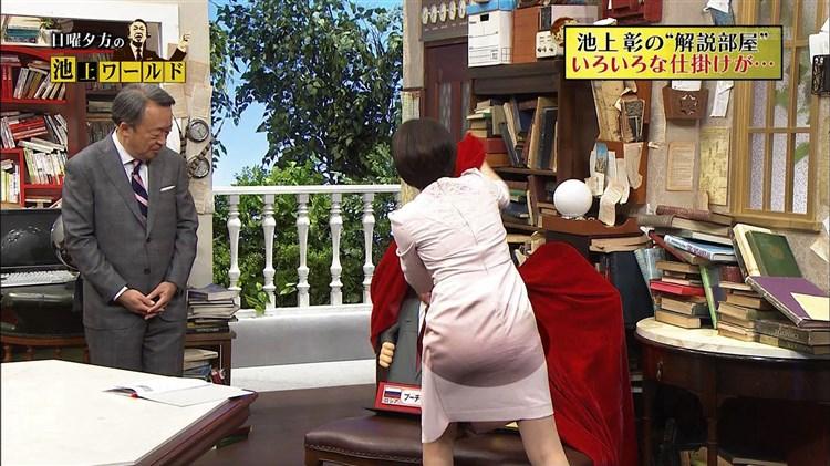 【お尻キャプ画像】テレビでピタパン履いてるタレント達ズボン食い込み過ぎてパン線まで見えてないか?ww 24