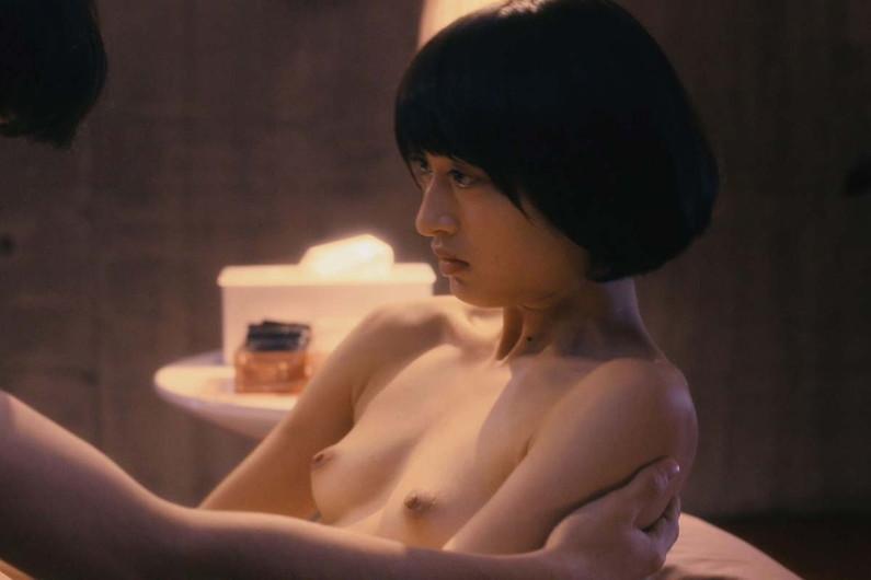 【濡れ場キャプ画像】女優さんの生オッパイまで見れちゃう濡れ場やエッチなシーンww