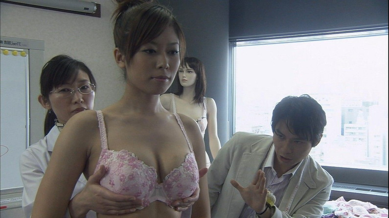 【濡れ場キャプ画像】女優さんの生オッパイまで見れちゃう濡れ場やエッチなシーンww 03