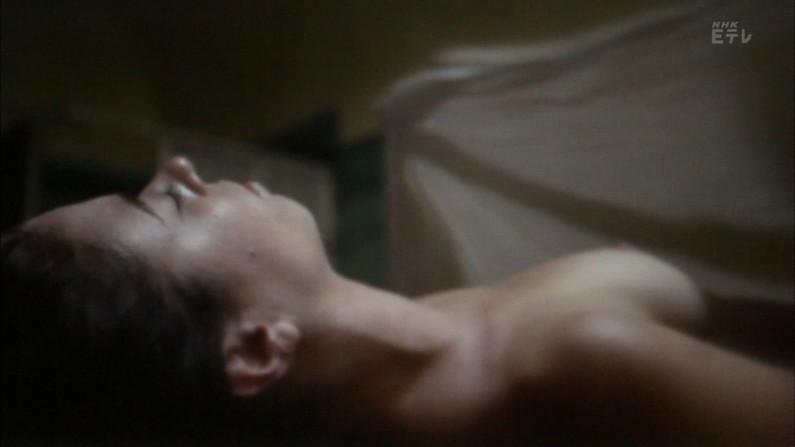 【濡れ場キャプ画像】女優さんの生オッパイまで見れちゃう濡れ場やエッチなシーンww 05