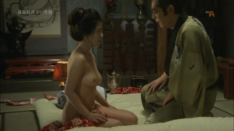 【濡れ場キャプ画像】女優さんの生オッパイまで見れちゃう濡れ場やエッチなシーンww 09