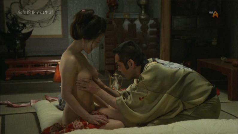 【濡れ場キャプ画像】女優さんの生オッパイまで見れちゃう濡れ場やエッチなシーンww 10
