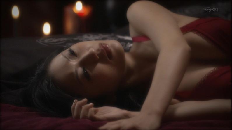 【濡れ場キャプ画像】女優さんの生オッパイまで見れちゃう濡れ場やエッチなシーンww 12