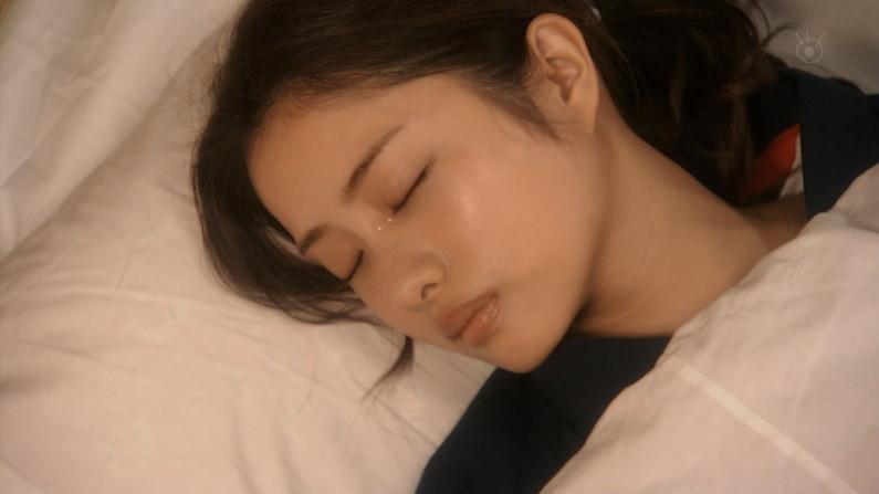 【寝顔キャプ画像】女性タレント達の寝顔大公開!マジで夜這い仕掛けたくなるぞw 24