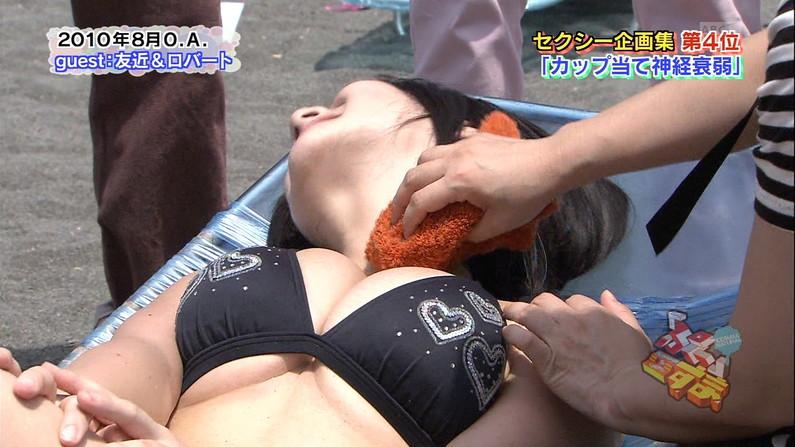 【水着キャプ画像】水着や下着からこぼれんばかりの巨乳美女がテレビに出てオッパイアピールw 21