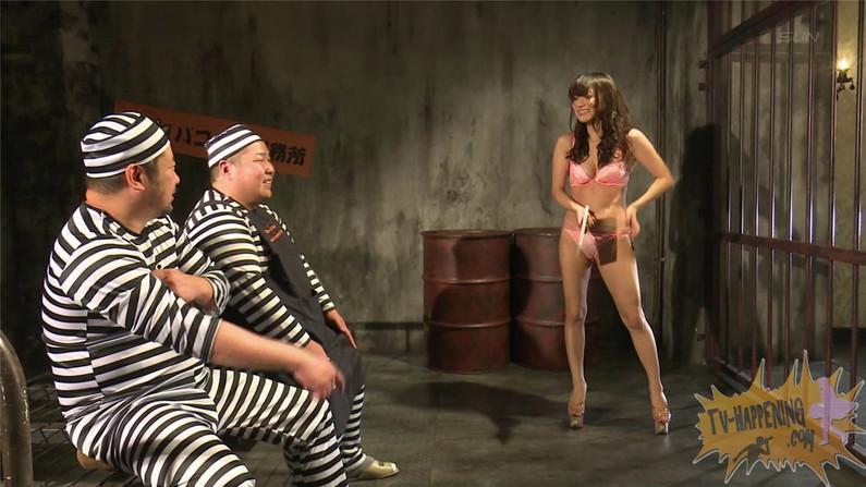 【お宝キャプ画像】バコバコTVのこたつで忘年会とか言う企画で美女のマンコ見えそうなってて焦ったw 45