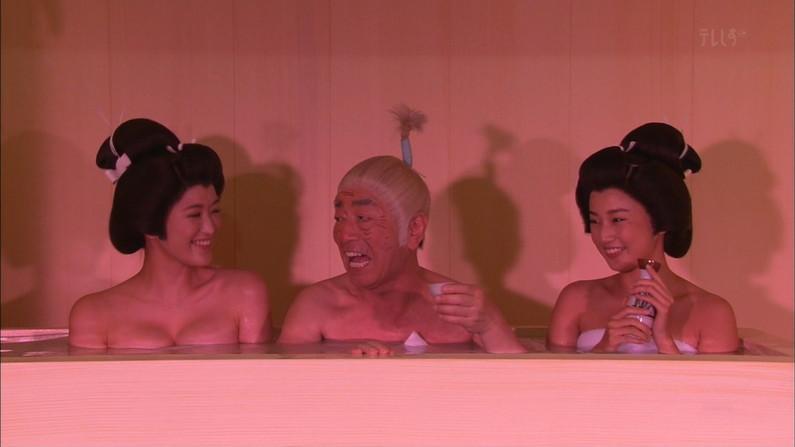 【温泉キャプ画像】テレビでタレントがお風呂入ってたらやっぱりオッパイにしか目が行かないよなw 01