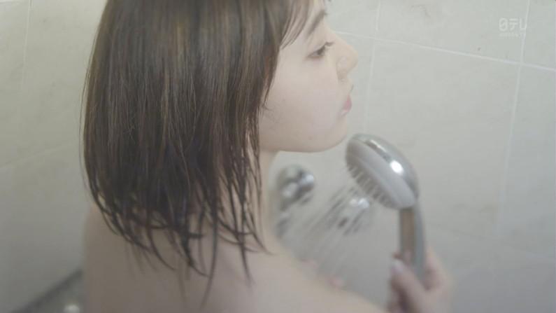 【温泉キャプ画像】テレビでタレントがお風呂入ってたらやっぱりオッパイにしか目が行かないよなw 03