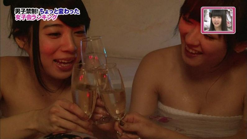 【温泉キャプ画像】テレビでタレントがお風呂入ってたらやっぱりオッパイにしか目が行かないよなw 08