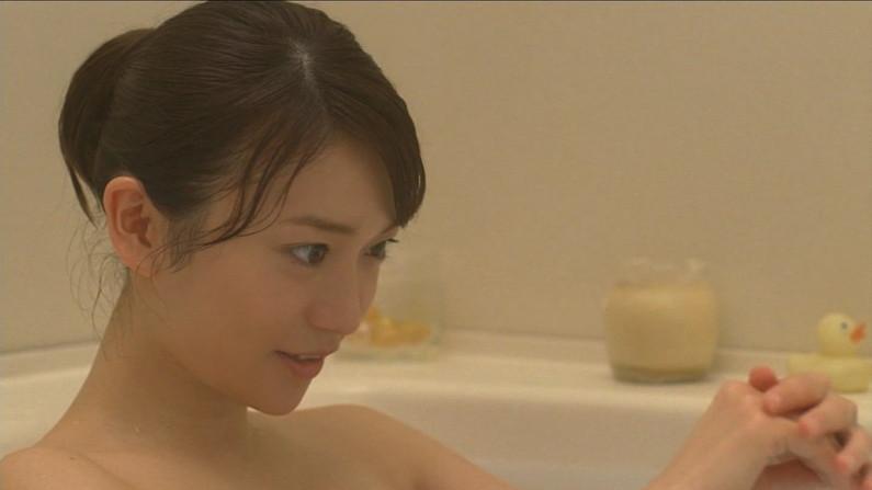 【温泉キャプ画像】テレビでタレントがお風呂入ってたらやっぱりオッパイにしか目が行かないよなw 18