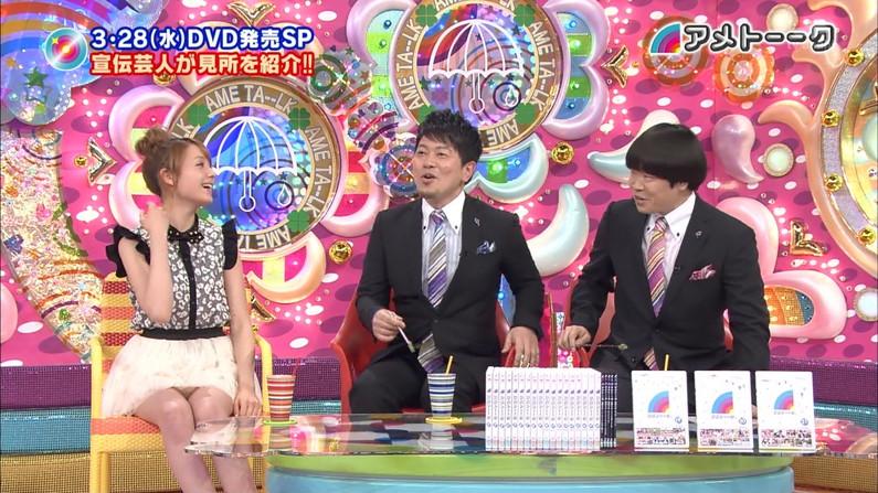 【パンチラキャプ画像】テレビでこんなけスカートの奥まで見えてるんだからこれはパンツだろ?w 08