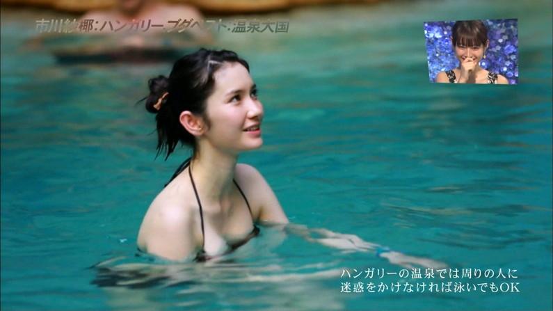 【水着キャプ画像】巨乳美女がエロい水着や下着姿でテレビに出て来てオッパイ見せまくりw 16