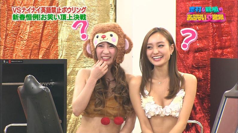 【水着キャプ画像】巨乳美女がエロい水着や下着姿でテレビに出て来てオッパイ見せまくりw 23