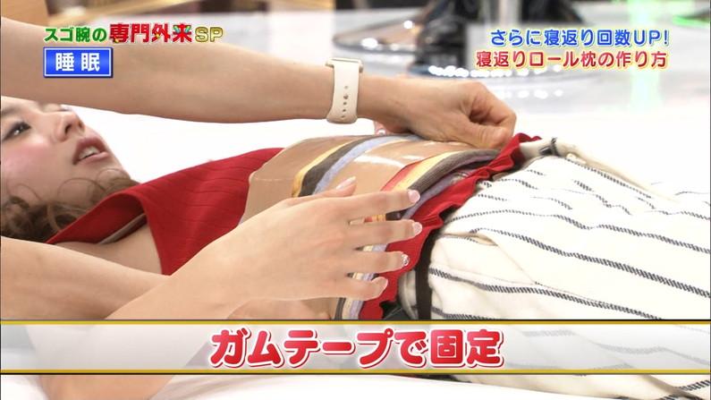 【ブラちらキャプ画像】タレントさん達の袖口とかからブラ紐がこんな風に見えてたらエロくない?w 05