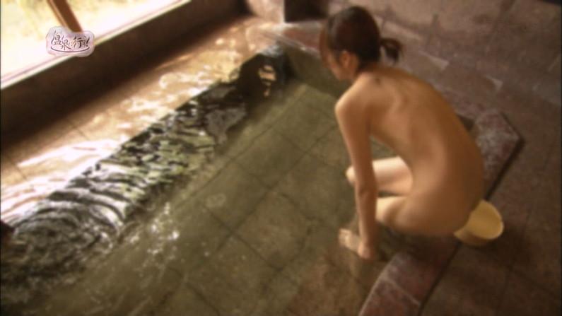 【温泉キャプ画像】テレビでやる温泉番組のタレント達の入浴シーンってやっぱエロいよなw 05