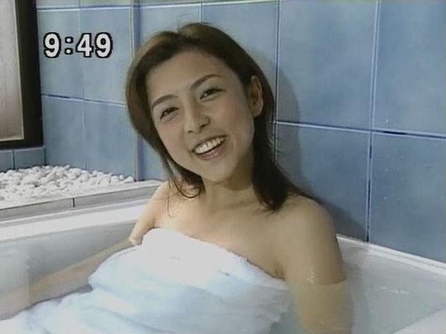 【温泉キャプ画像】テレビでやる温泉番組のタレント達の入浴シーンってやっぱエロいよなw 22