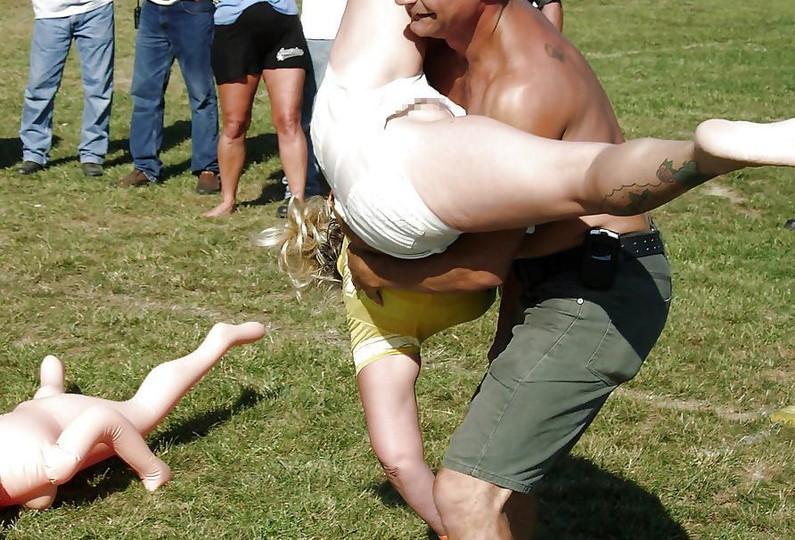 【おまんこ画像】世界中のハプニングで女の子のおまんこが見えてしまってるがどうするの?結果ww(2017/1/20 画像追加) 08