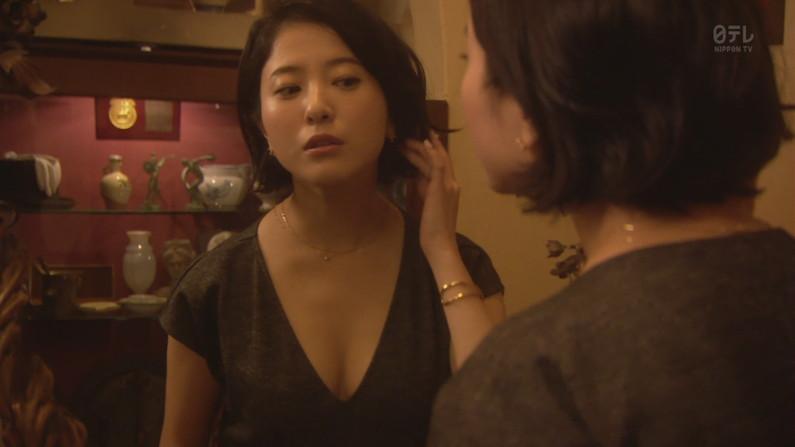 【胸ちらキャプ画像】タレント達がエロいオッパイの谷間を強調させながらテレビでオッパイアピールw 08