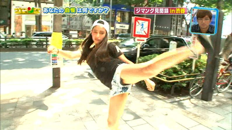 【おマンコキャプ画像】テレビなのに思いっきりお股広げちゃう女性タレントがあわやハミマンしてないか!?w 24