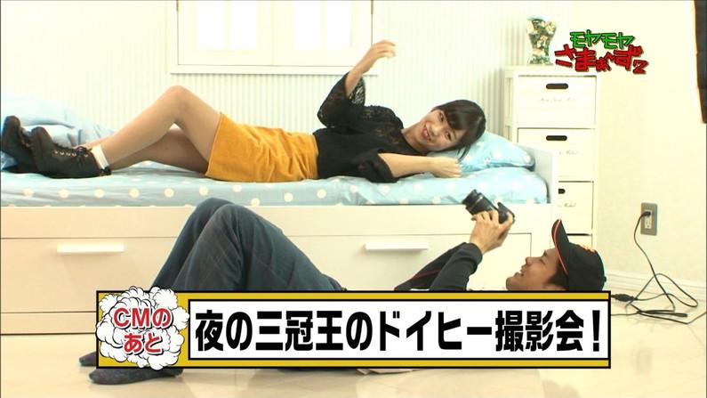 【太ももキャプ画像】タレントさん達の綺麗な脚で一度虐められてみたくはありませんか?w 15
