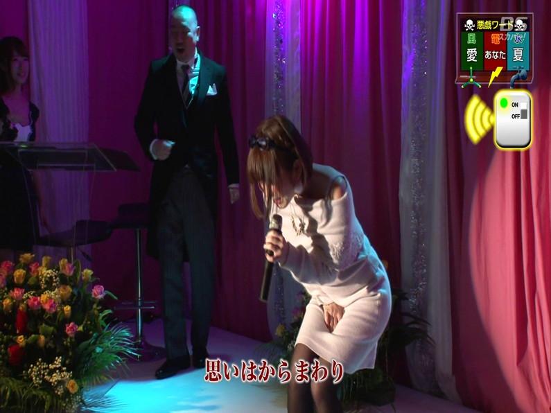 【お宝エロ画像】セクシー女優歌合戦とか言う番組で女優達が歌ってる最中に股間に電気流されて悶絶しとったww 03