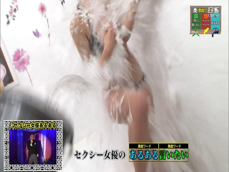 【お宝エロ画像】セクシー女優歌合戦とか言う番組で女優達が歌ってる最中に股間に電気流されて悶絶しとったww 30