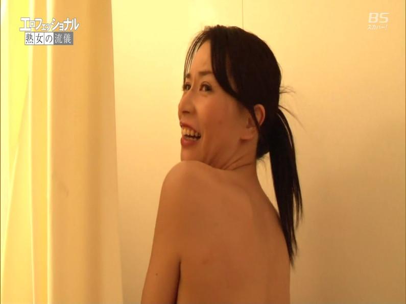 【お宝エロ画像】セクシー女優歌合戦とか言う番組で女優達が歌ってる最中に股間に電気流されて悶絶しとったww 35