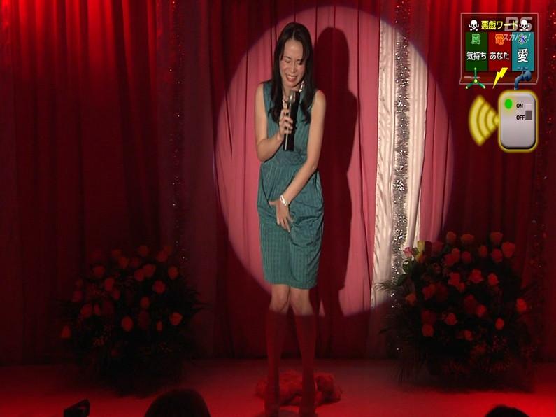 【お宝エロ画像】セクシー女優歌合戦とか言う番組で女優達が歌ってる最中に股間に電気流されて悶絶しとったww 37