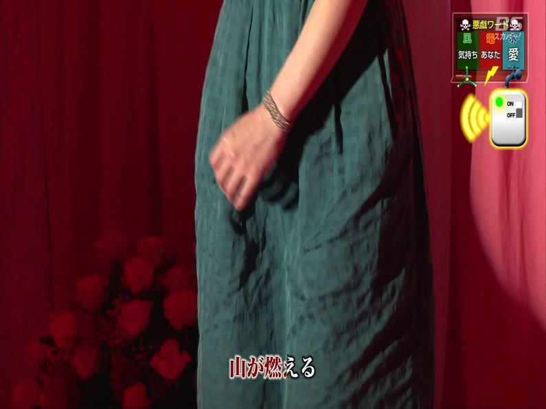 【お宝エロ画像】セクシー女優歌合戦とか言う番組で女優達が歌ってる最中に股間に電気流されて悶絶しとったww 38