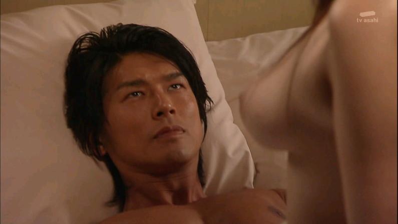 【ベッドシーンキャプ画像】ベッドシーンで女優さんがエロ顔全開で喘いじゃってるよww 05