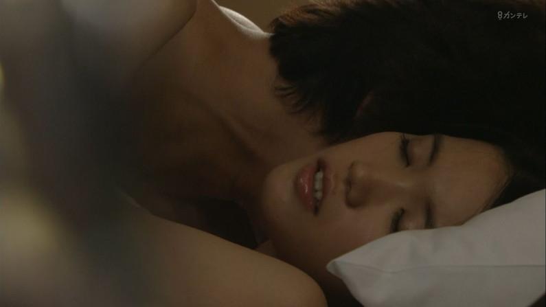 【ベッドシーンキャプ画像】ベッドシーンで女優さんがエロ顔全開で喘いじゃってるよww 11
