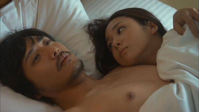 【ベッドシーンキャプ画像】ベッドシーンで女優さんがエロ顔全開で喘いじゃってるよww 14