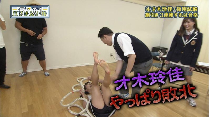 【足裏キャプ画像】タレントさんのこの綺麗な脚でチンコ踏んで貰いたくなる?w 04